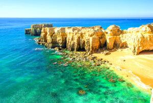 De Kustlijn van de Portugese Algarve