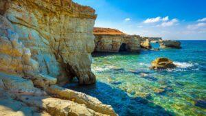 Fly & drive Cyprus incl. vlucht, huurauto en ontbijt