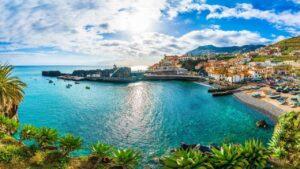 Fly & drive Madeira incl. vlucht, huurauto en ontbijt